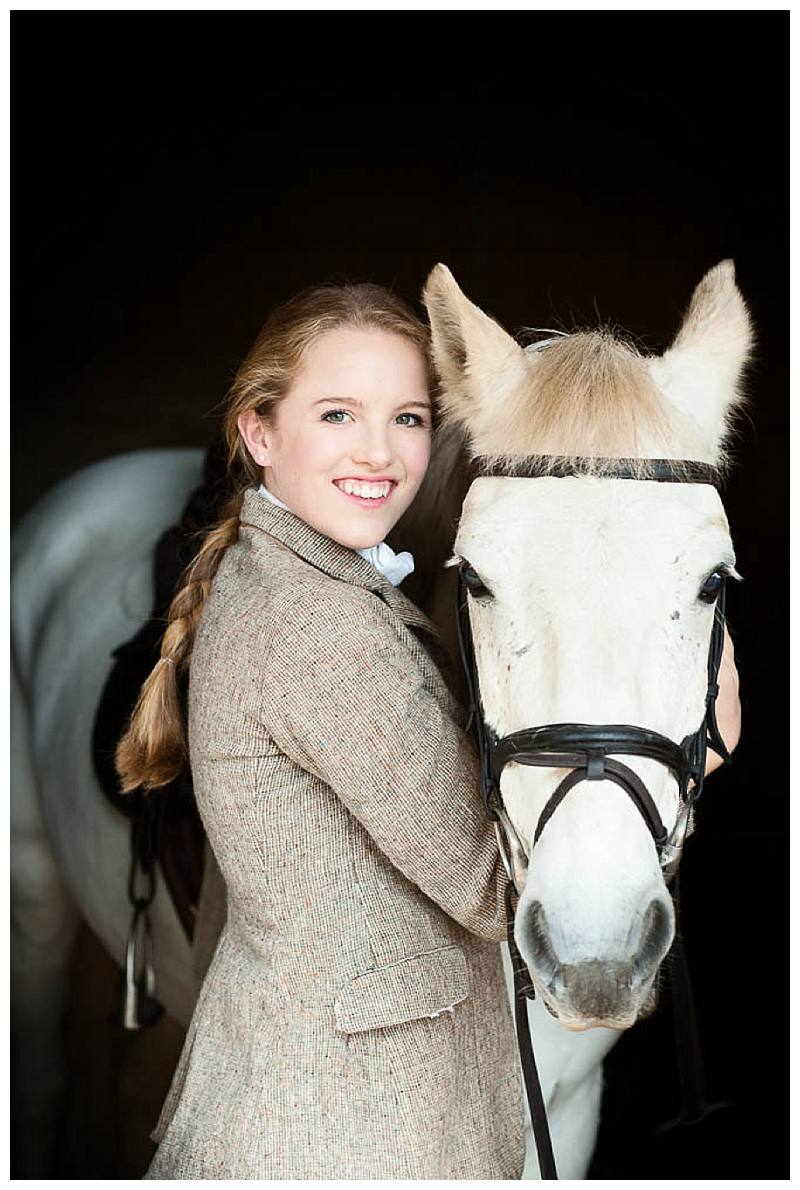 Teen photo shoot Willa with horse